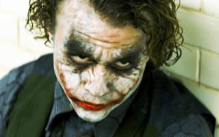 Почему у Джокера разрезан рот