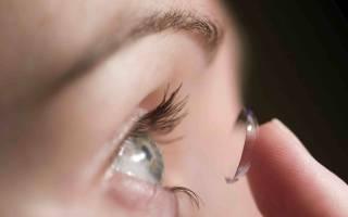 Почему линза не прилипает к глазу