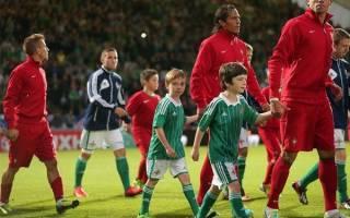 Зачем футболисты выходят с детьми