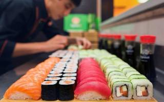 Почему японцы едят сырую рыбу
